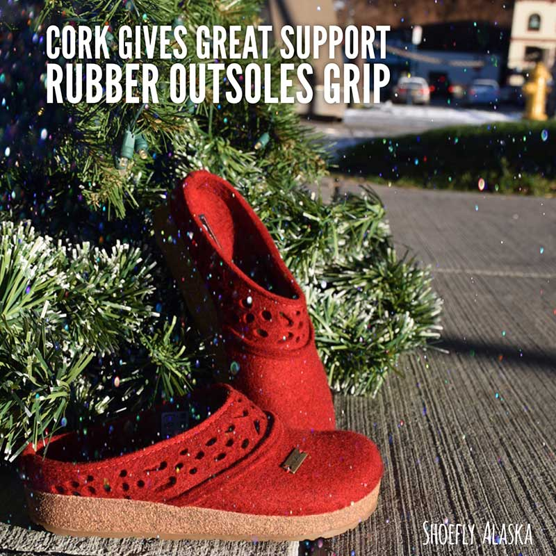Slippers with cork for great support and rubber outsoles for a super grip.